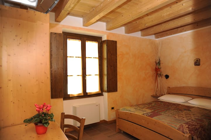 Rooms in La Singela Farmhouse. - Berbenno di Valtellina - Bed & Breakfast