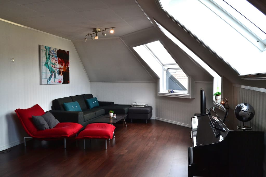 Living room with very good space, light conditions and view towards Ulriken.