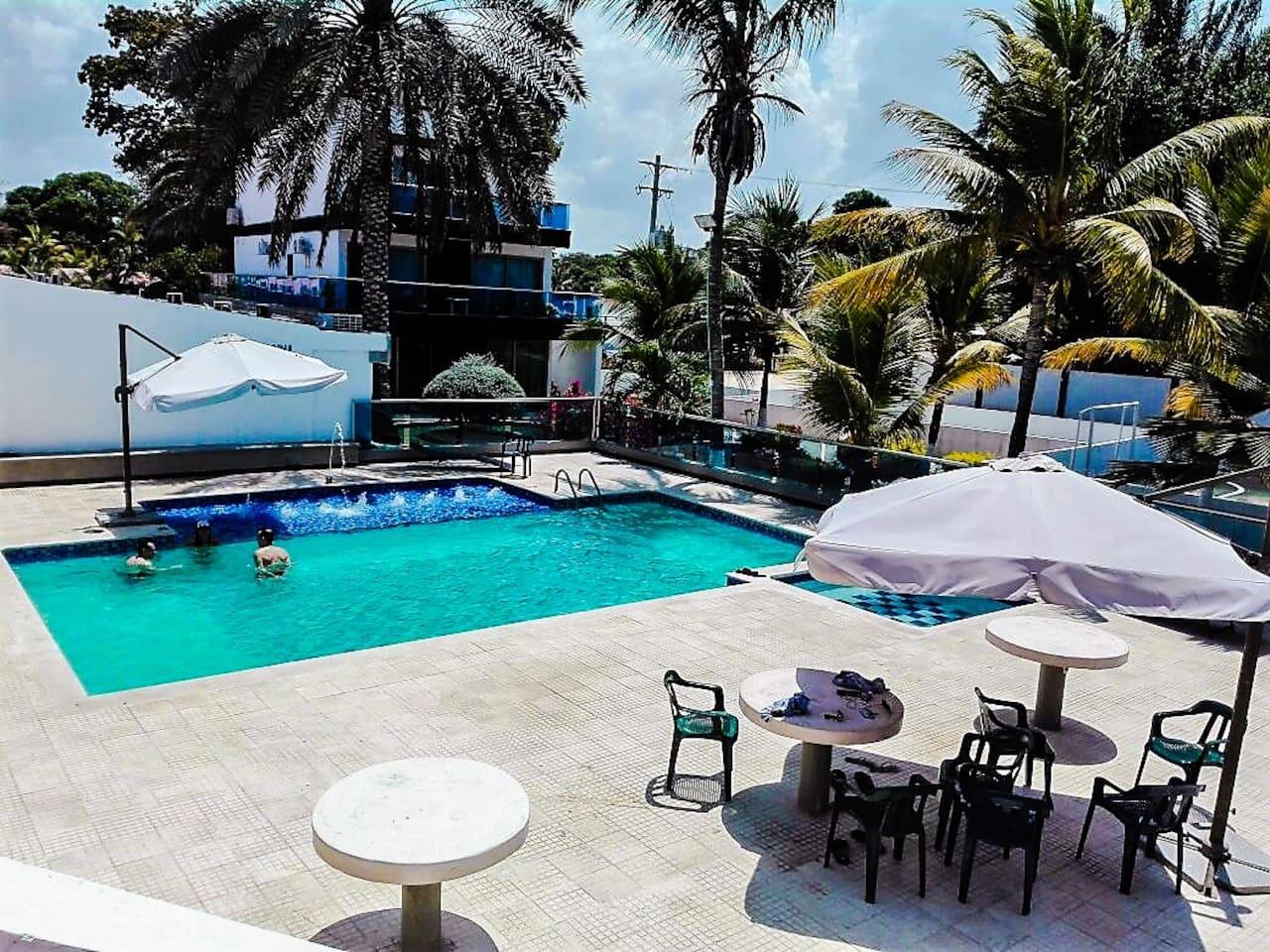 piscina del club área social