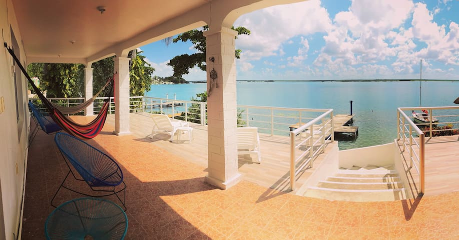 Room for 4 with view & breakfast  in lagoon shore!