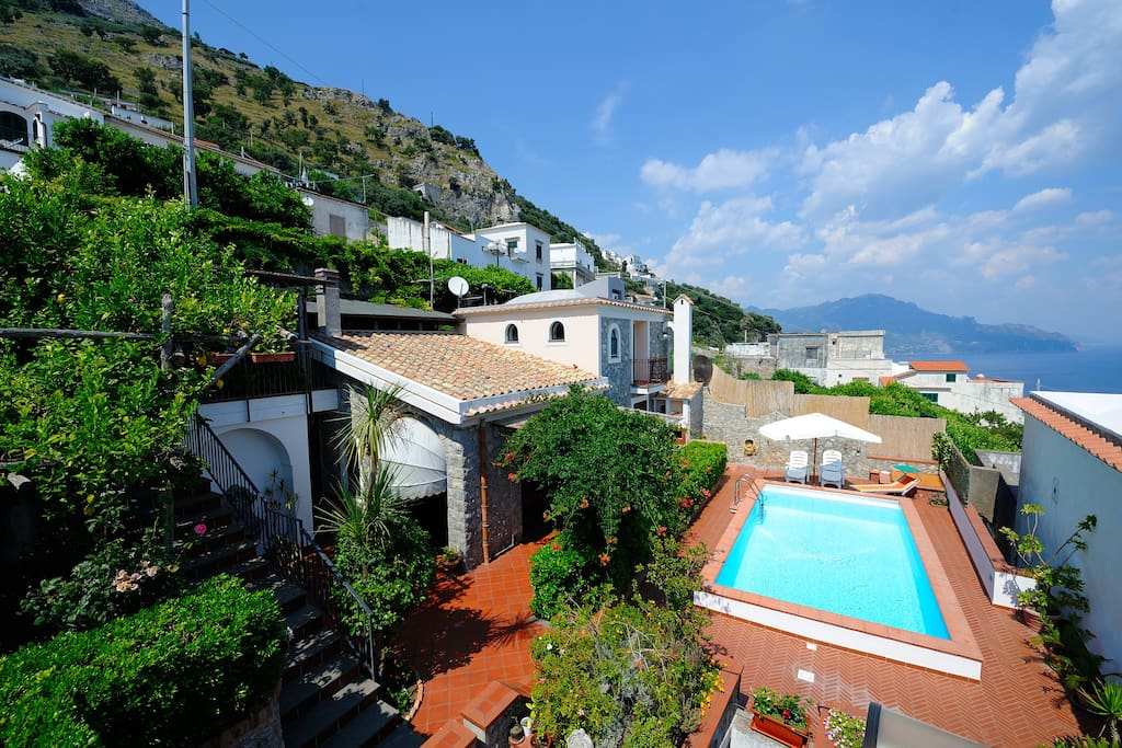 Casa con piscina conca dei marini houses for rent in for Rent a home in italy