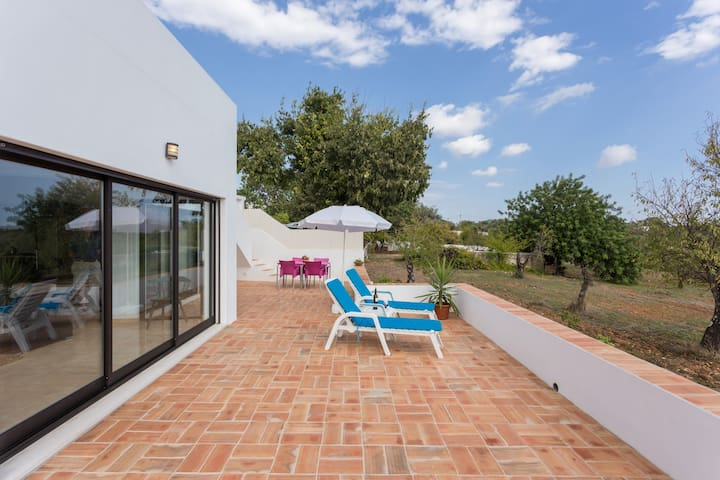 Algarve Modern Farmhouse - Santa Bárbara de Nexe - Huis