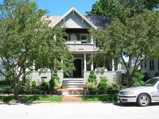 Rooms for rent in Beautiful Victorian Home