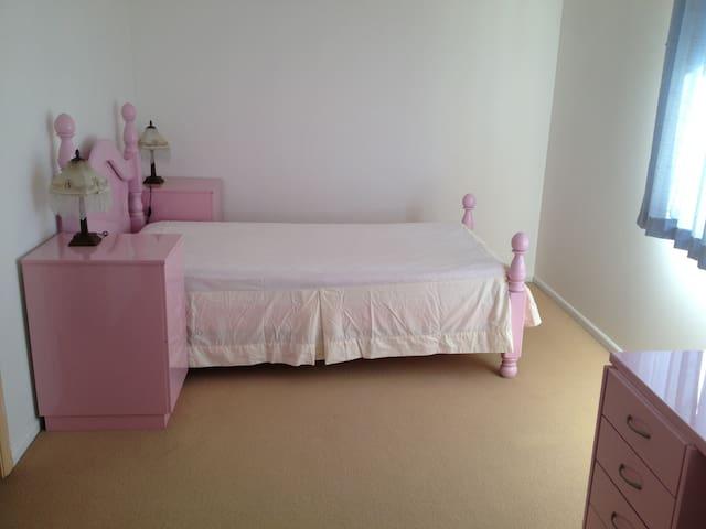 Nice comfy room - Blair Athol - Hus