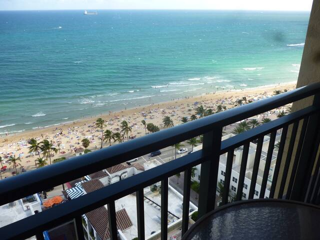 MARRIOTT'S BEACHPLACE TOWERS 50%OFF GUEST ROOM