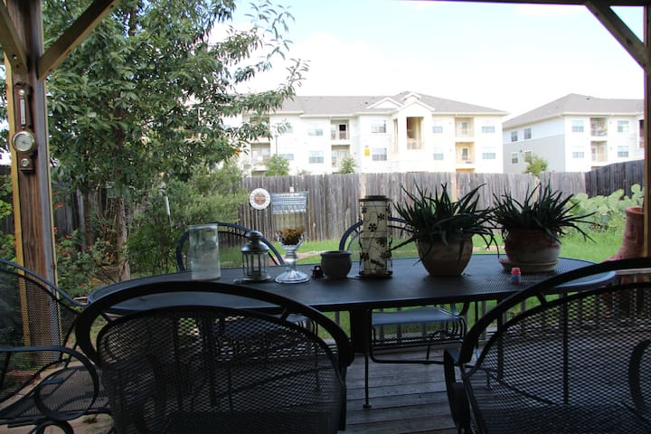 Bed & Breakfast 3 miles  2 downtown - Austin - Rumah