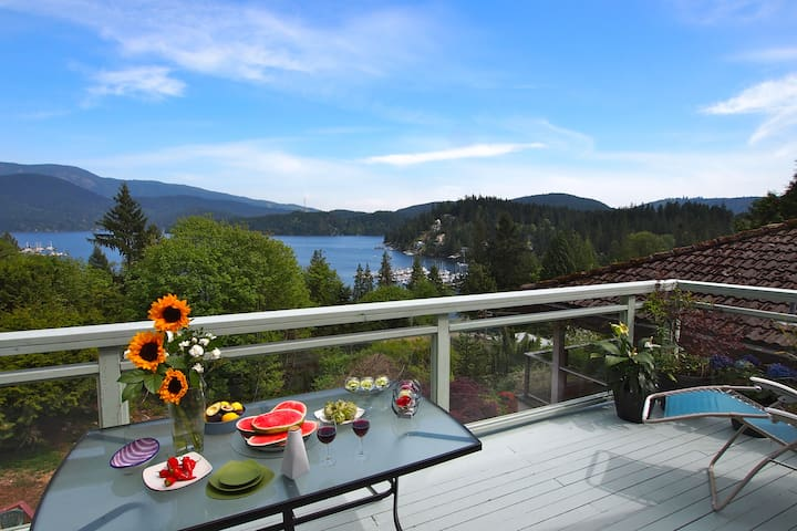 Panoramic Views!,  Garden/Stream, Near Vancouver!
