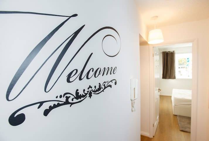 Stunning 2 Bed Apartment with FREE PARKING & WIFI - Harrow - Byt