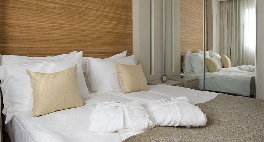 A   luxury Suite in the Ramada Hotel in Netanya