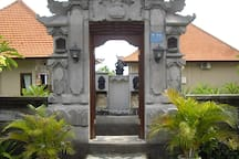 Entrance to Magic View Bungalows