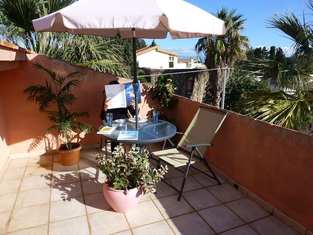 Mansarda al mare con 2 terrazze - Capoterra - Loc. Frutti d'Oro - Leilighet
