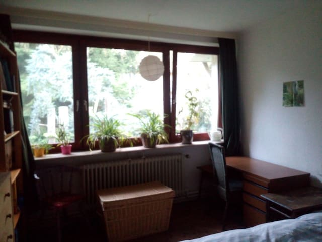 nice little room, quiet and green