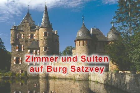 Burg Satzvey: Zimmer 1 - Mechernich