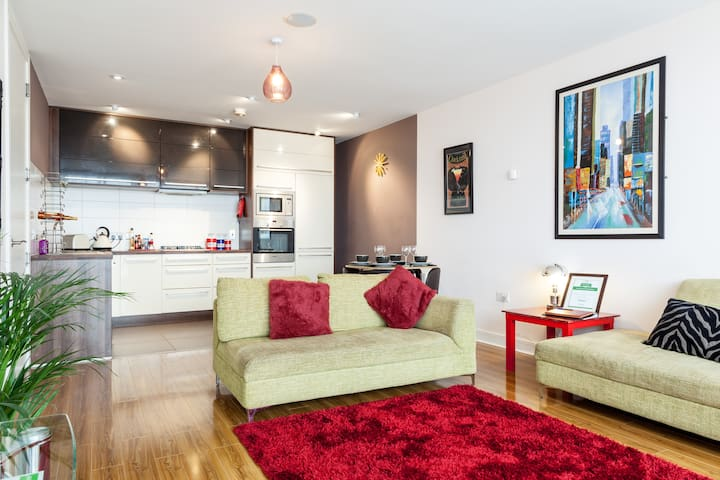 TITANIC 3 large bedroom: 150+ 5* Reviews : 7guests - Belfast - Apartment