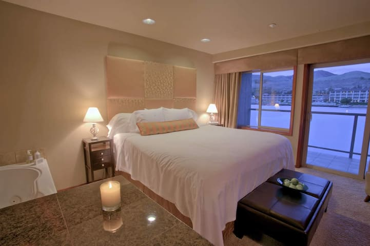 King Jacuzzi Waterfront Suite - Chelan