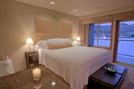King Jacuzzi Waterfront Suite - 奇兰(Chelan)
