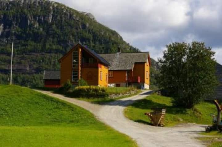 www.haugenfjellgard.no
