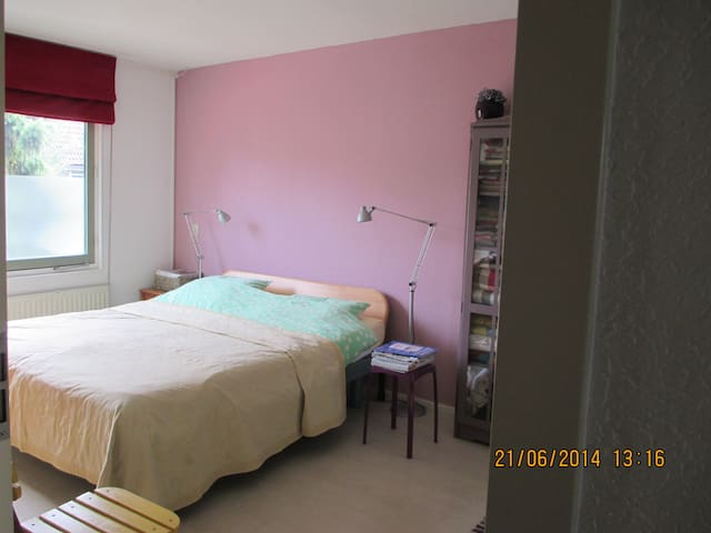 Kamer in gezellig huis met tuin - Amsterdam