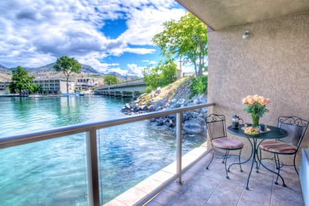 King Jacuzzi Waterfront Suite #710 - Chelan - Condominium