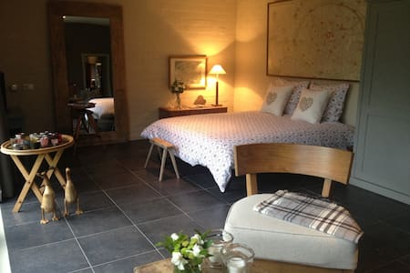Charming&Romantic guest-house & room for 4 persons - Bruges