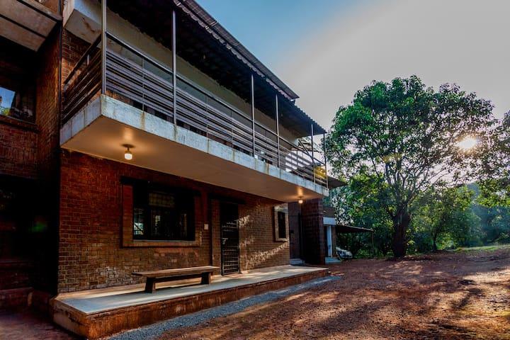 Solitude Maison, Villa amidst a Mango Plantation