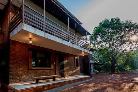 Solitude Maison- Villa amidst a Mango Plantation