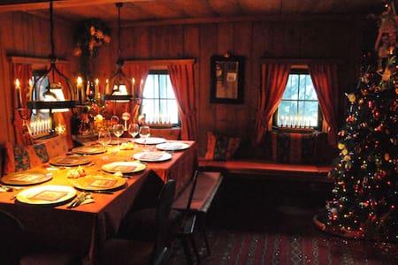 Romantic original tyrolian Chalet - Dům