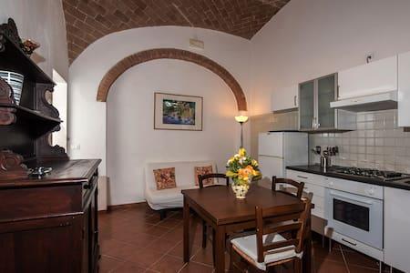 Beautiful hamlet ,3km from Siena,on organic farm. - Le Tolfe - Appartamento con trattamento alberghiero