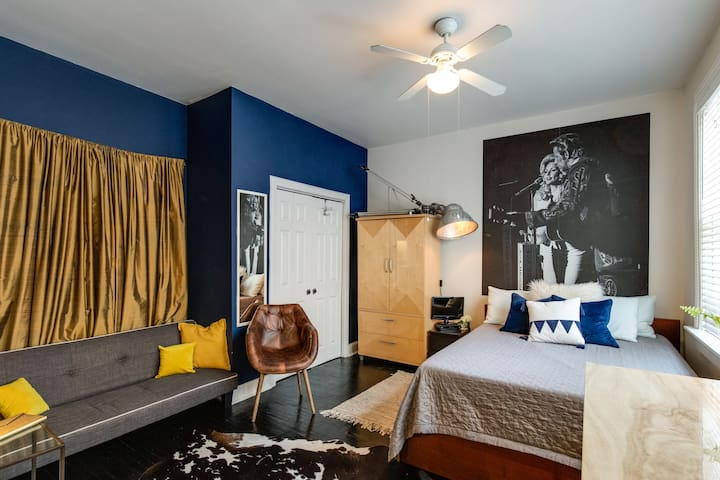 """Our """"Lil Jo"""" apt bedroom is the second master, featuring a private entrance, kitchenette, sofa bed and queen memory foam mattress. There is a full bathroom attached as well. Perfect for a couple or friends who want some extra privacy with their group"""