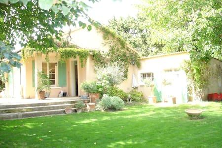 Avignon - villa dans les vignes - Sarrians - บ้าน