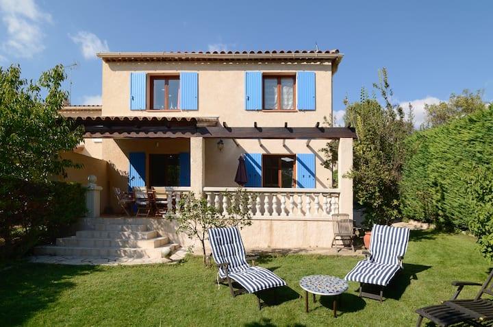 Provençal house with garden