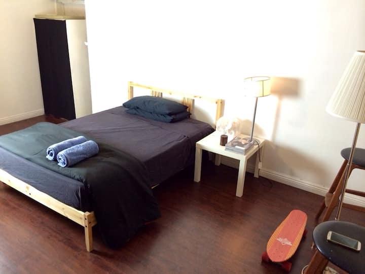 Tiny and cozy room near downtown LA
