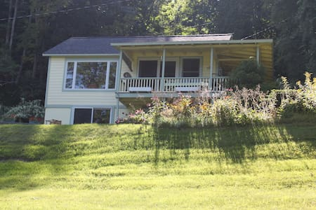 3 BR Lakeside Cottage w/lake rights & private dock - Cooperstown