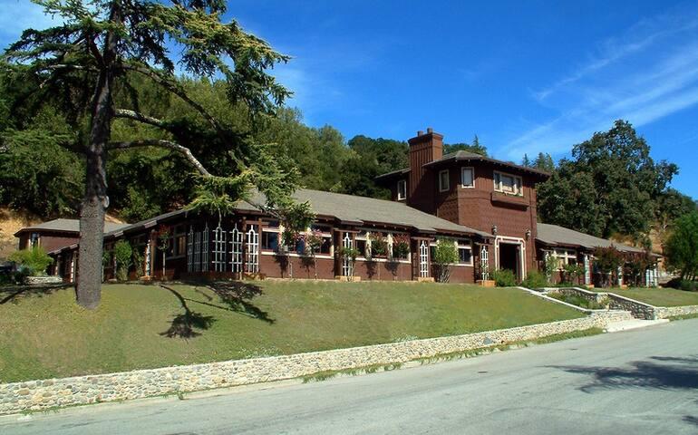 Historic Rancho Wikiup Stable Lodge - Santa Rosa - Bed & Breakfast