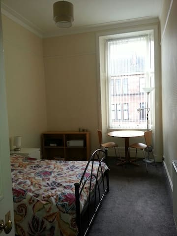 Spacious and private double - Glasgow - Flat