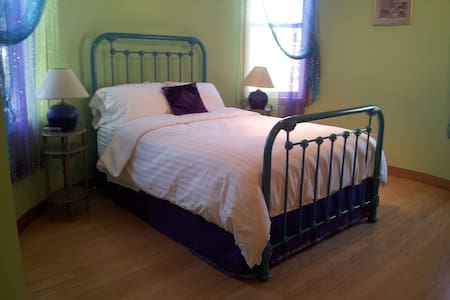 Tower Room in Bedford - Bedford - Bed & Breakfast