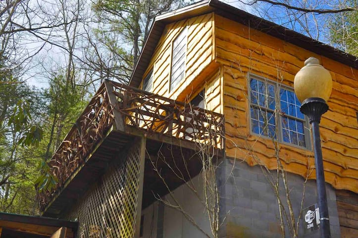 Romantic Hoot Owl Cabin in Apple Country Pets Ok