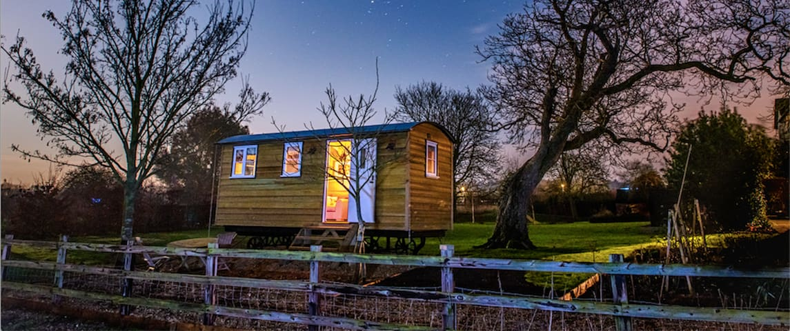 Cosy & Luxurious Shepherd's Hut near Cambridge - Elsworth