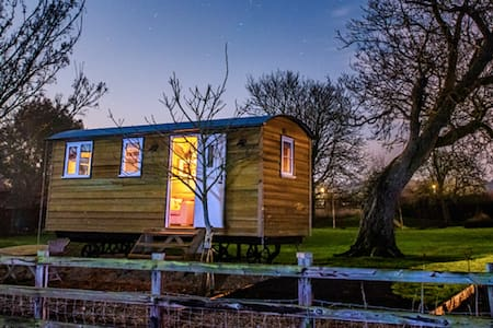 Cosy & Luxurious Shepherd's Hut near Cambridge - Elsworth - Bed & Breakfast