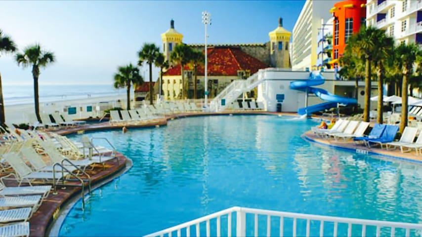 2 BD 2 BA W/ Kitchen Ocean Walk Daytona Beach FL - Daytona Beach - Villa
