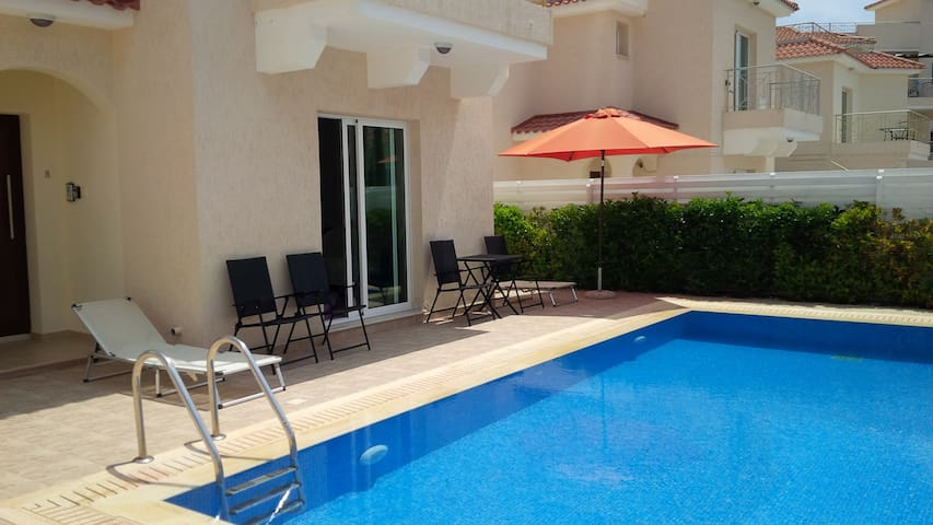 PRIVATE VILLA TO RENT IN CYPRUS PROTARAS-PERNERA