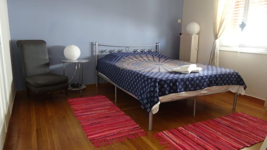 Ευρύχωρο Ήσυχο Ιδιωτικό Δωμάτιο σε Πολυχώρο