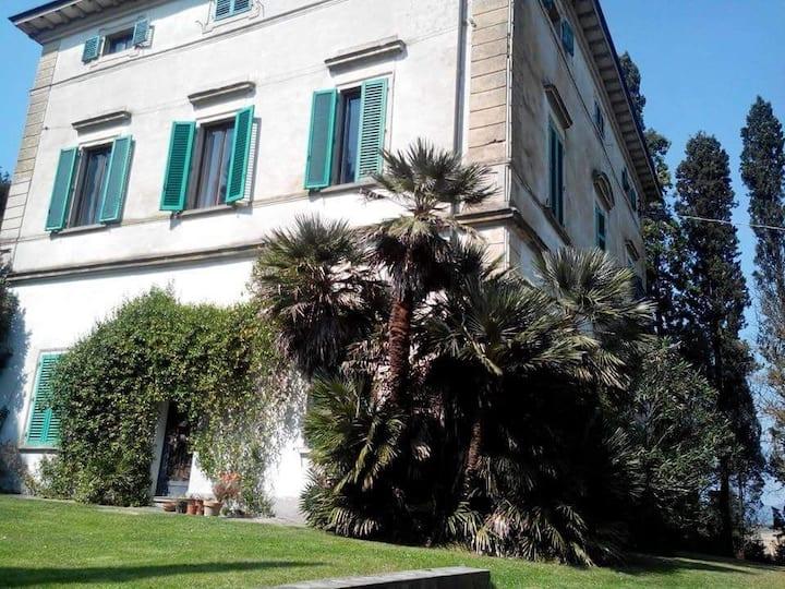Camera in Villa Toscana (Fi)