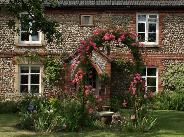 Stone Cottage, a sunny  peaceful secret garden