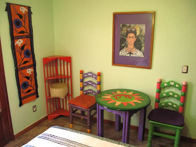 Charming Room in El Centro, 1 woman - Oaxaca - Bed & Breakfast