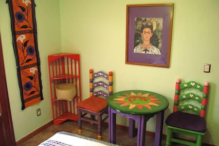 Charming Room in El Centro, 1 woman - Oaxaca