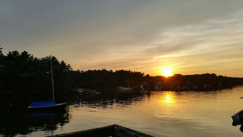 """Best of Maine"" Waterfront  Cottage 5 STARS"