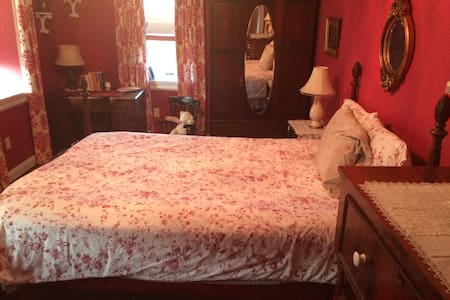 The Manor @ Knob Hall - Red Room - Clear Spring - Bed & Breakfast