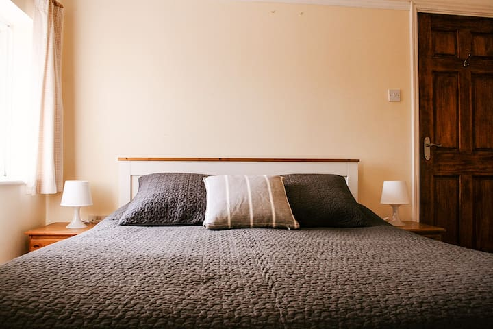 Lovely house near Cambridge room for 1 or 2 guests - Impington - Bed & Breakfast