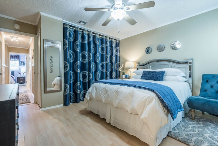 4BR - 5 miles to Lackland BMT! 3.5 to Sea World!